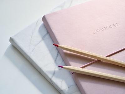 ピンク色の本
